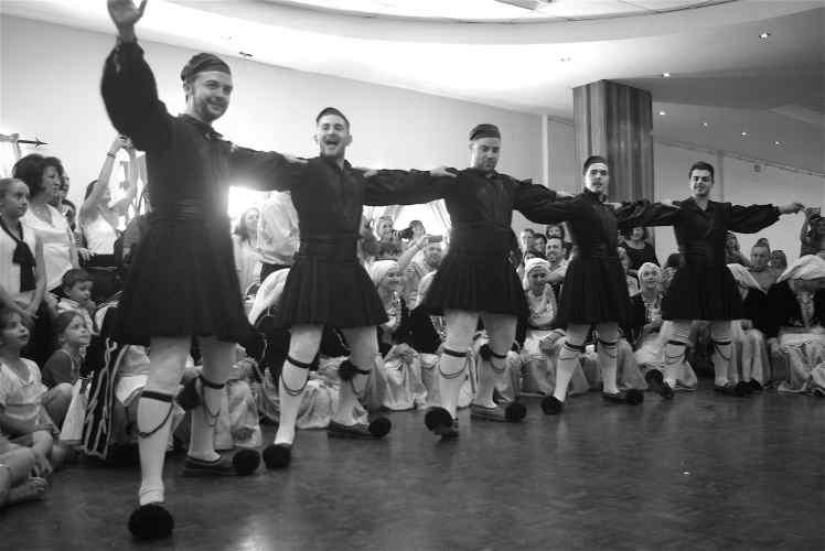 men-dancers-bw2